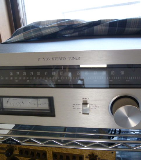 Accuphase T-101 Stereo FM Tuner ¥86,400
